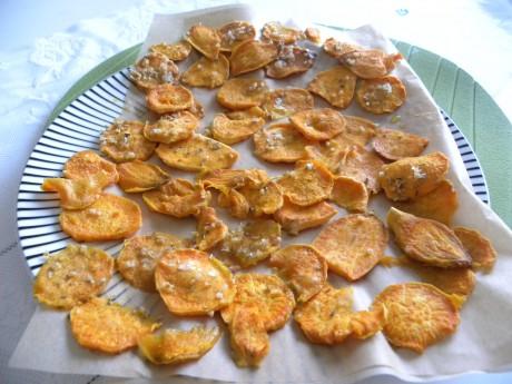Hemgjorda ungsbakade potatischips