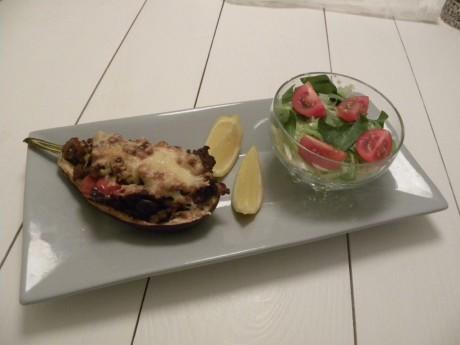 Köttfärs och grönsaksfyllda auberginer.