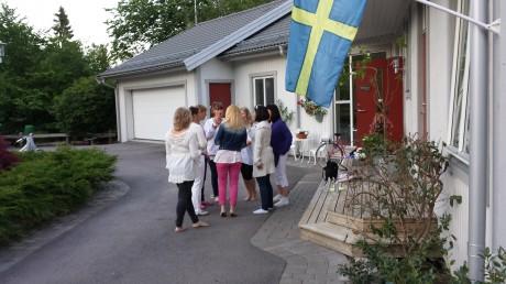 RSC sjunger utanför Britt-Helenes hus i Rönninge