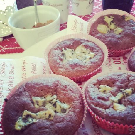 Pepparkaksmuffins med ädelost på ett julbord