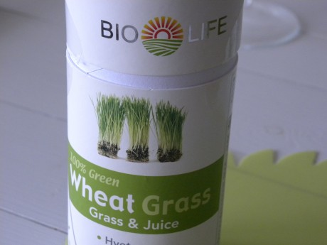 Netegräs i en vit burk