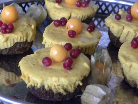 Rawfood cheesecake med saffranskräm