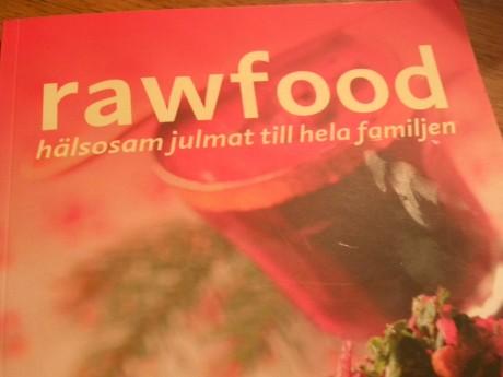 En röd rawfoodbok
