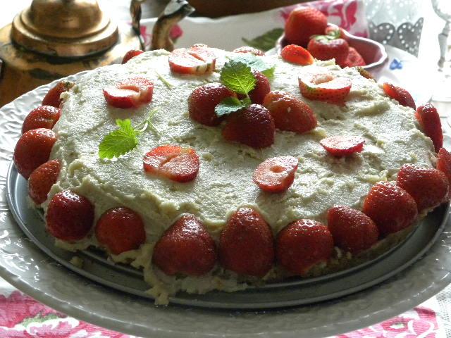 Rawfood jordgubbstårta