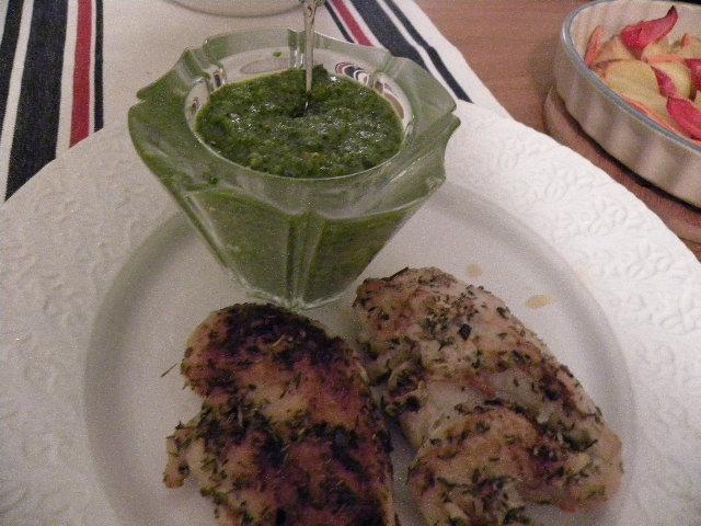 Örtkryddae kycklingfileer med grönkålspesto