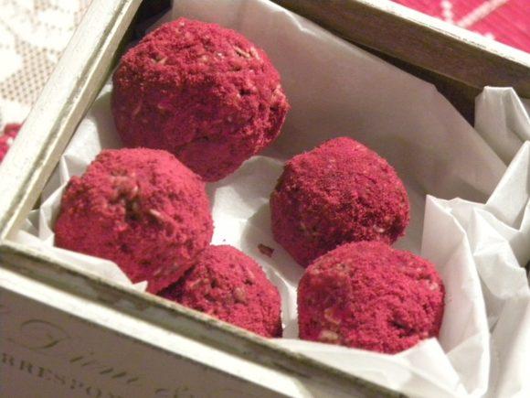 Rawfood lingonbollar i en låda