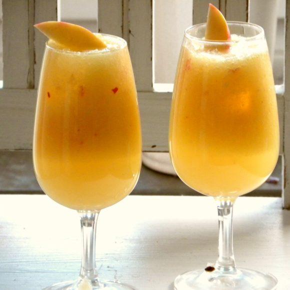 Äppeldrink med ingefära i två glas