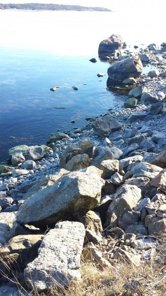 Vatten, stenar, strandvägen Nynäshamn