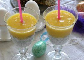 Chiapudding och smoothie i ett glas