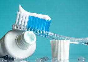tandkräm och tandborste