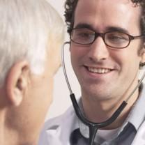 Man hos läkare