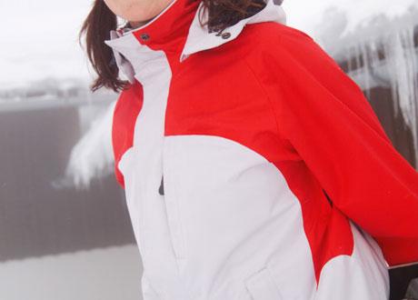 Friluftsjacka röd och vit