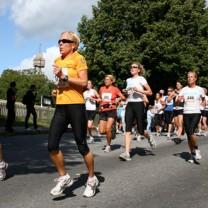 Kvinnor som springer Tjejmilen