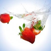 Vacker bild jordgubbar i vatten