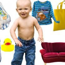 Kollage med ettåring blöja tröja badanka plastväska soffa nappflaska