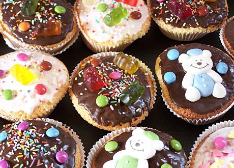 Kakor med godis och choklad på