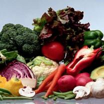 Blandade grönsaker på ett bord