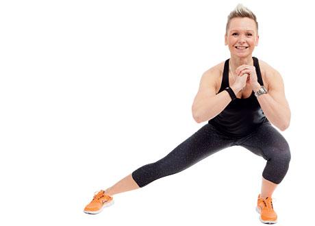 Carolin Helt visar övningen sidoutfall