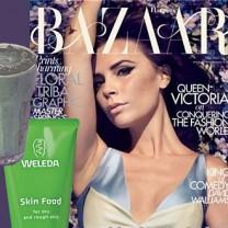 Omslaget med Victoria Beckham tidningen Harpers Bazaar en skin food och en grönjuice