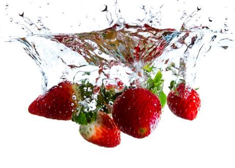 Jordgubbar i vatten