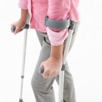 Kvinna med brutet ben