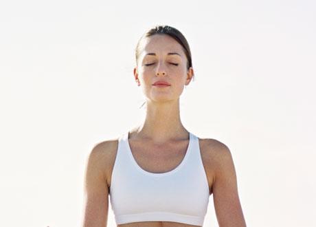 Kvinna i yogapose