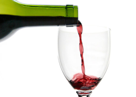 Rött vin i glas