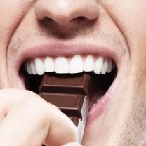 Mun som äter choklad