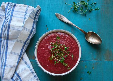 Kall soppa på rödbeta & avokado
