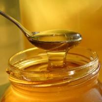 Sked med honung i honungsburk