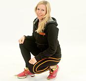 Profilbild Malin Duvstedt sitter på huk i träningskläder
