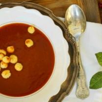 Nyponsoppa med mandelbeskvier