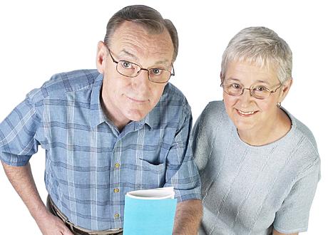 Ett äldre par ler
