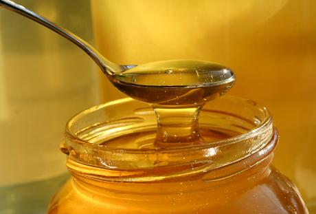 Honung på sked och i burk