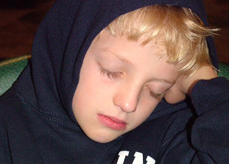 Sovande pojke i nioårsåldern