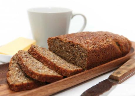 bild på brödet uppskuret på en skärbräda