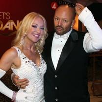 Stylist jonas hallberg och danspartnern malin watson pressbild lets dance 2015
