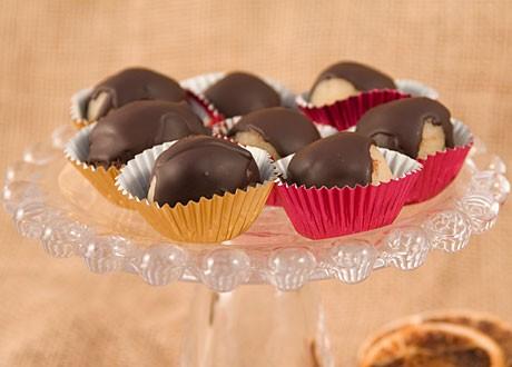 Mandelkulor i marsipan doppade i choklad