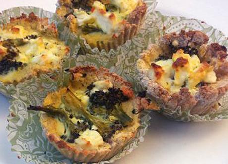 Matmuffins med kokosmjöl – fyllda med broccoli och fetaost