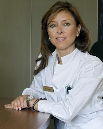 Hudläkare Penelope Tympanidis.