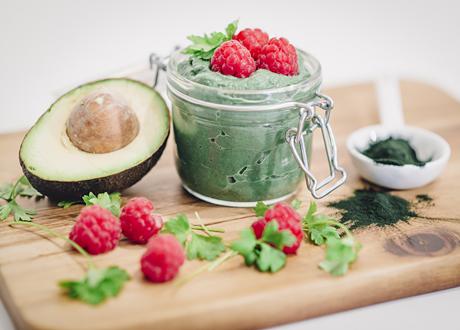 Grön superfoodmousse med hallon