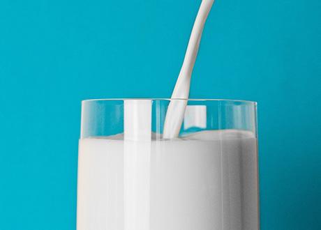 ett glas mjölk
