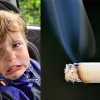 Litet barn i bil gör blä grimas
