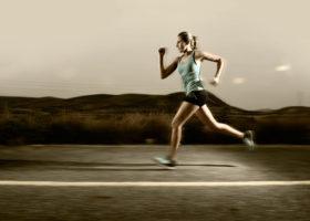 Kvinna springer