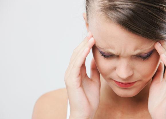 vakna upp med huvudvärk