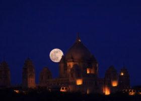 Supermåne över Umaid Bhawan i Indien, 23 juni 2015