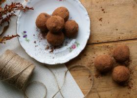 chokladtryfflar på fat