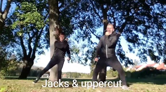 Jumping jacks med uppercut högerkrok