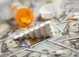 Piller ovanpå dollarsedlar