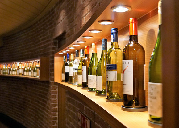 Vin uppradade i restaurang